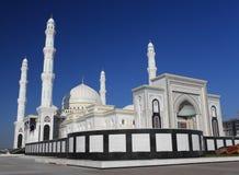 Bella moschea a Astana. Il Kazakistan immagini stock