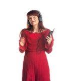 Bella musica d'ascolto della donna adulta Immagine Stock