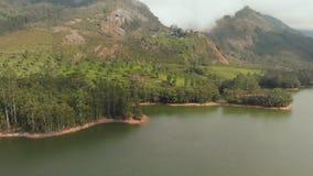 Bella natura di vista aerea con le montagne e le colline dal lago Mattupetty Stato del Kerala Vicino alla citt? di Munar archivi video