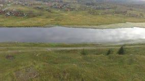 Bella natura sul fiume Chusovaya nella regione di Sverdlovsk, Russia stock footage