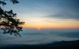 Bella nebbia del mare a tempo la mattina al punto di vista di alba Fotografie Stock