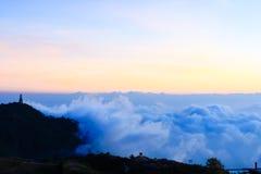 Bella nebbia del mare a tempo la mattina al punto di vista di Berk della vasca di Phu Fotografie Stock