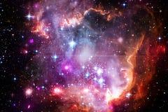 Bella nebulosa impressionante da qualche parte nello spazio cosmico illustrazione di stock