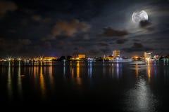 Bella notte alla città di Labuan Fotografia Stock