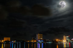 Bella notte alla città di Labuan Fotografia Stock Libera da Diritti