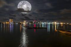 Bella notte alla città di Labuan Fotografie Stock