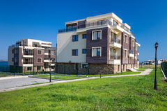 Bella nuova costruzione di appartamento, all'aperto immagine stock