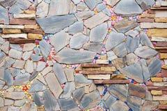 Bella parete di pietre multicolore immagine stock libera da diritti