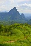 Bella parte delle montagne verdi Fotografia Stock Libera da Diritti