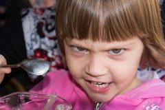 Bella piccola ragazza arrabbiata Fotografie Stock Libere da Diritti