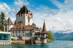 Bella piccola torre del castello di Oberhofen nel lago Thun Fotografia Stock