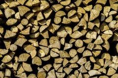 Bella pila della legna da ardere dal villaggio di Sirnea in Brasov Romania immagine stock libera da diritti
