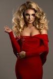 Bella posa sensuale alla moda della donna Immagini Stock Libere da Diritti