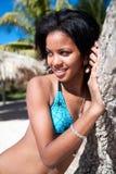 Bella posizione caraibica della donna Immagini Stock