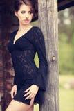 Bella posizione del brunette fotografia stock libera da diritti