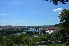 Bella Praga è il giorno soleggiato dell'estate fotografia stock