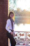 Bella ragazza al tramonto Immagine Stock