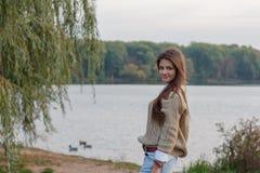 Bella ragazza al tramonto Fotografia Stock