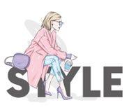 Bella, ragazza alta e snella in un cappotto alla moda, pantaloni, vetri, con i vetri Donna alla moda in scarpe a tacco alto illustrazione vettoriale