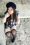 Bella ragazza asiatica che esamina visore Fotografia Stock Libera da Diritti