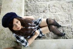 Bella ragazza asiatica che esamina visore Immagine Stock Libera da Diritti