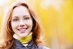 Bella ragazza in autunno Fotografie Stock Libere da Diritti