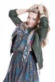 Bella ragazza bionda con una macchina fotografica della foto con i vetri Fotografie Stock