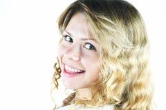 Bella ragazza bionda sorridente fotografie stock libere da diritti