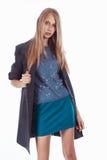 Bella ragazza bionda in un cappotto fotografia stock