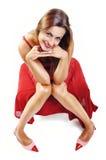 Bella ragazza castana che porta un vestito rosso. Modello di moda Girl. Immagini Stock