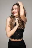 Bella ragazza castana con il grande sorriso Fotografia Stock