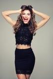 Bella ragazza castana con il grande sorriso Fotografie Stock Libere da Diritti