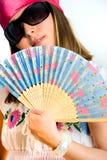Bella ragazza che fluttua un ventilatore fotografia stock
