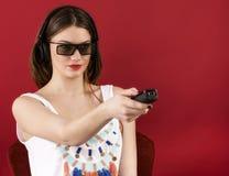Bella ragazza che gioca video gioco 3D Immagine Stock Libera da Diritti