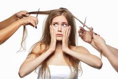 Bella ragazza che ottiene taglio di capelli Immagine Stock Libera da Diritti