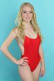 Bella ragazza che porta un bikini rosso immagine stock