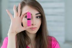 Bella ragazza che posa nello studio bianco Fotografia Stock Libera da Diritti