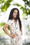 Bella ragazza che sorride nella sosta Immagine Stock Libera da Diritti