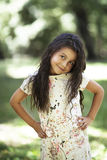 Bella ragazza che sorride nella sosta Fotografia Stock