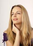 Bella ragazza con capelli biondi lunghi Immagini Stock Libere da Diritti