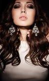 Bella ragazza con capelli scuri Fotografie Stock Libere da Diritti
