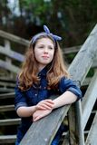 Bella ragazza con dieci anni godere di bello giorno Immagini Stock