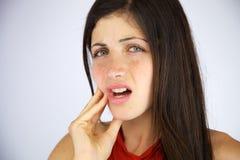 Bella ragazza con forte mal di denti Fotografia Stock