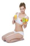 Bella ragazza con frutta e le verdure Fotografia Stock