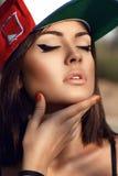 Bella ragazza con gli occhi chiusi Fotografia Stock