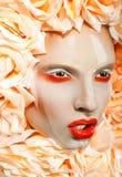 Bella ragazza con i fiori Fotografia Stock Libera da Diritti