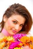 Bella ragazza con i fiori variopinti fotografie stock