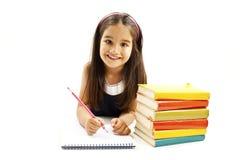 Bella ragazza con i libri di banco sulla tabella Immagini Stock