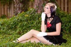 Bella ragazza con i vestiti alternativi di stile Fotografie Stock Libere da Diritti