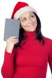 Bella ragazza con il cappello di natale e un libro Fotografia Stock